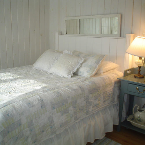 Cottage Bed in White
